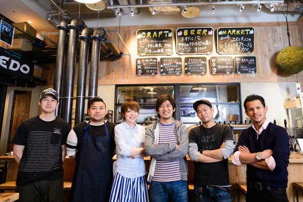 田中さん(中央)と、「CRAFT BEE