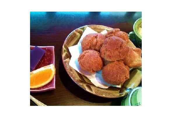 沖縄のおやつ、サーターアンダギーも人気の
