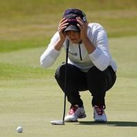 真剣にラインを読んでいます。ベアトリス・レカリは現在2位タイ(「Pentax K-3」にて撮影) 2014年 全英リコー女子オープン 2日目 ベアトリス・レカリ