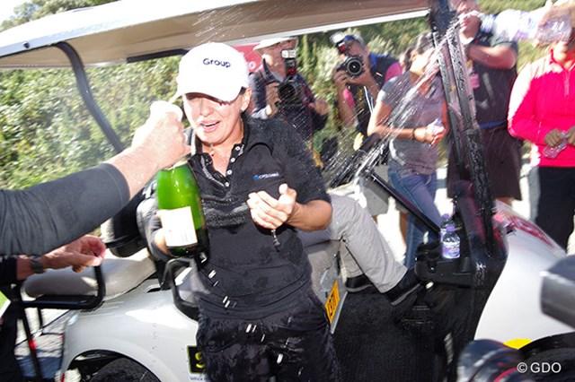 2014年 全英リコー女子オープン 最終日 モー・マーティン モー・マーティン、優勝のシャンパンかけ!(「Pentax K-3」にて撮影)