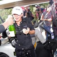 モー・マーティン、優勝のシャンパンかけ!(「Pentax K-3」にて撮影) 2014年 全英リコー女子オープン 最終日 モー・マーティン