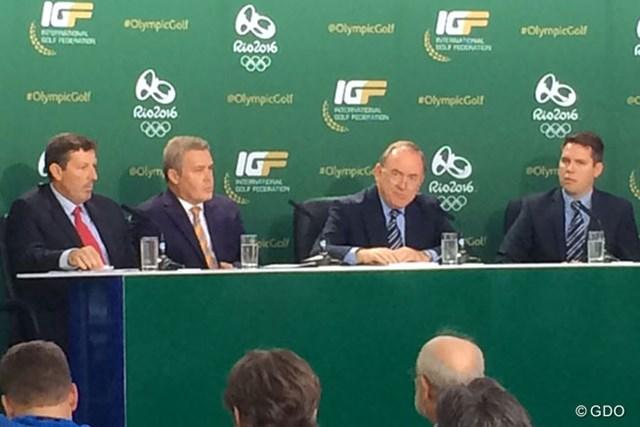 2年後のオリンピックも秒読み開始。オリンピックゴルフランキングを発表したIGF会長のピーター・ドーソン氏(右から2人目)