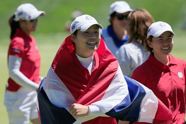 2日目は2戦全勝。プールAのトップに立ったタイ代表のアリヤ・ジュタヌガーンら。(Rob Carr/Getty Images)