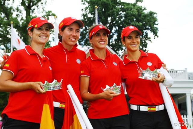2014年 インターナショナルクラウン 最終日 スペイン代表チーム 初代女王に輝いたスペインの4選手は、勝者のクラウンを手に歓喜に沸いた