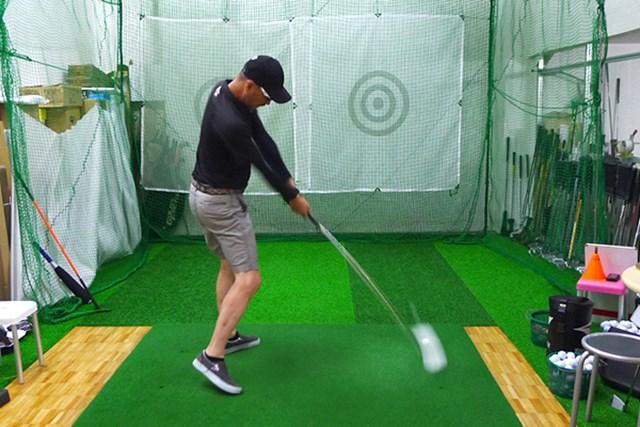 マーク試打 トライファス バシレウスα インパクト付近で鋭くしなり戻るため、エネルギーを効率よくボールに伝えられる