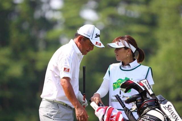2014年 ダンロップ・スリクソン福島オープンゴルフトーナメント 初日 高橋竜彦 急遽出場が決まった高橋は、福島出身の女子プロの妻と、二人三脚で好発進