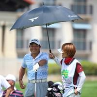 でへでへ、プライベートはアイアイ傘したことないんですよー。 2014年 ダンロップ・スリクソン福島オープンゴルフトーナメント 初日 河村雅之