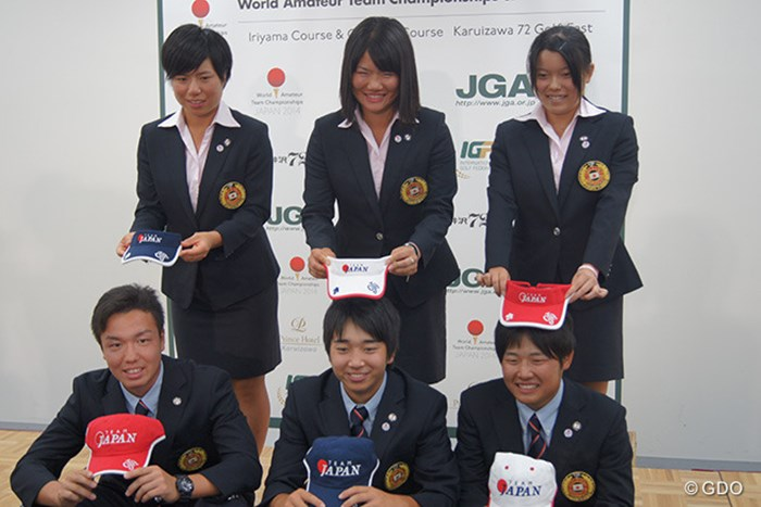 世界アマチュアゴルフチーム選手権の日本代表発表。勝みなみ(後列右)、小木曽喬(前列中央)らが選ばれた。 2014年 世界アマチュアゴルフチーム選手権 事前 勝みなみ 松原由美 岡山絵里 小西健太 小木曽喬 小浦和也
