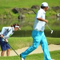 「モップ掛けはお家の中だけにして下さいね。」「ああ、すまん葉月。」 2014年 ダンロップ・スリクソン福島オープンゴルフトーナメント 3日目 高橋竜彦