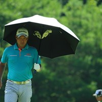 傘から幽霊の手らしいものが二つも。 2014年 ダンロップ・スリクソン福島オープンゴルフトーナメント 最終日 太田直己