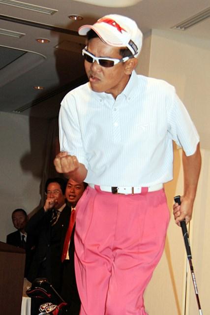 2014年 サンクフル主催者ゴルフ懇親会 栗田貫一 このキャップにサングランス、そしてこのガッツポーズは・・・