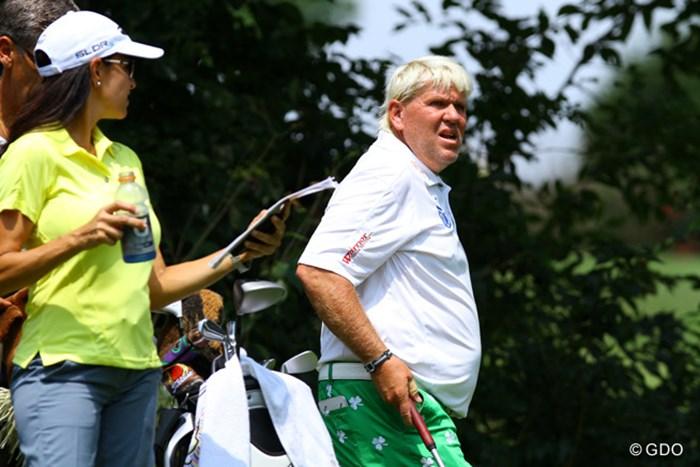 今週も妻アンナさんがキャディをする。「ジョン、私の言うとおりに打つのよ」「(たまんねえなあ…)」 2014年 全米プロゴルフ選手権 事前 ジョン・デーリー
