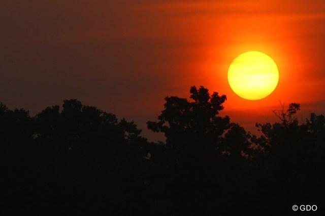 ゆっくりと上る太陽。ケンタッキーの夜明けは6時50分ごろと遅い