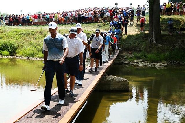 ウッズが練習ラウンドに姿を見せ、ギャラリーは長蛇の列 (Jeff Gross/Getty Images)