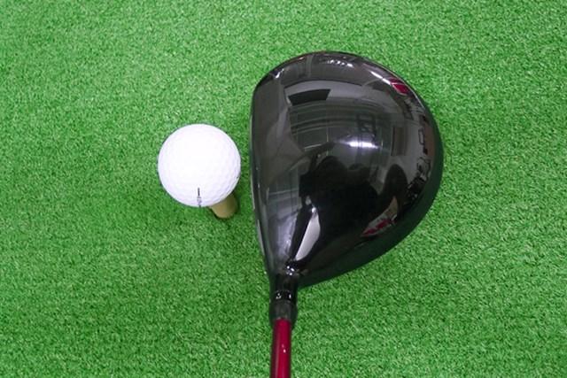 マーク試打 ブリヂストンゴルフ J715-B3 ヘッド体積は460ccだが、ヘッドとフェースが黒く、ディープフェースなため、すっきり見える