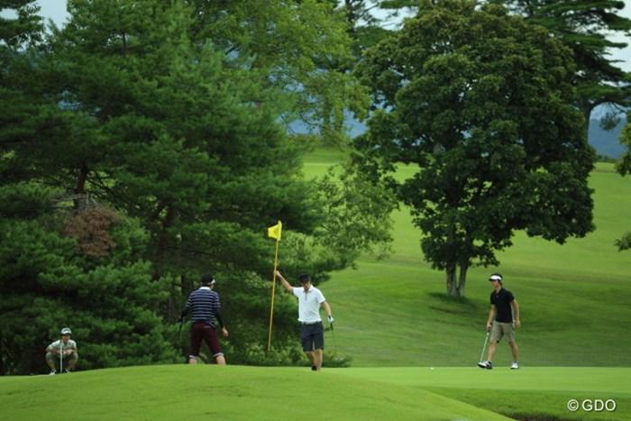あれ?メンズがプレイしちゃダメでしょ…と思ったら隣のコースだった。 2014年 NEC軽井沢72ゴルフトーナメント 初日 隣のコース