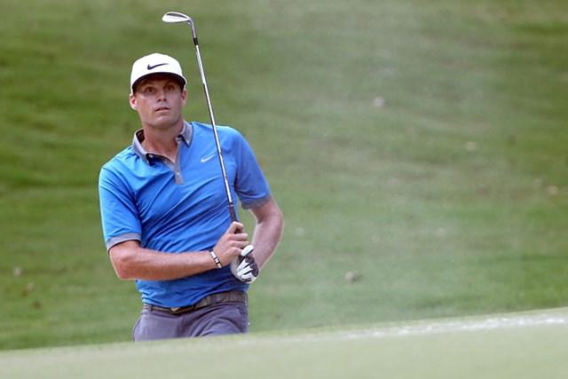 ノーボギーの「65」で回って、単独首位に浮上したニック・ワトニー(Todd Warshaw/Getty Images)