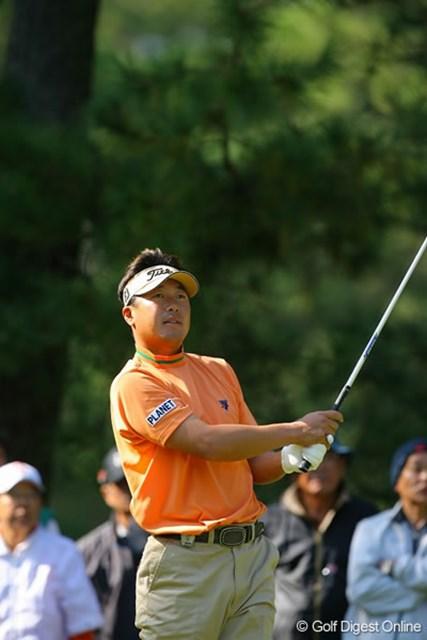 丸山大輔 日本勢のトップに立つ丸山大輔は、首位に4打差の3位タイ