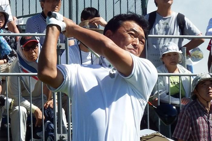 昨年覇者の羽川豊が、大会連覇に向け、単独首位の好スタートを切った 2014年 ファンケルクラシック 初日 羽川豊