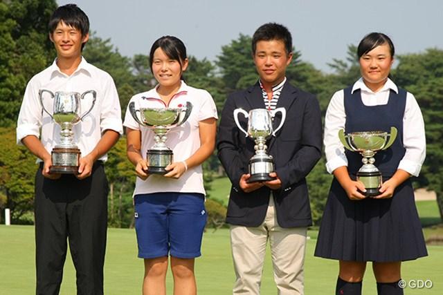 2014年 日本ジュニア 最終日 優勝者 優勝カップを手にする(左から)片岡尚之、勝みなみ、池田悠希、河野杏奈