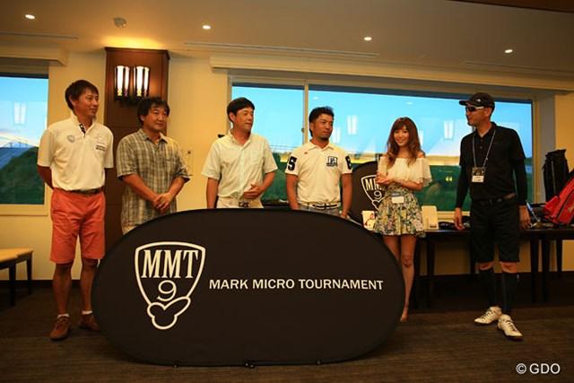 プロ部門の優勝者、左から芹澤大介、青木繁之、今野康晴、河瀬賢史と、主催者のマーク金井