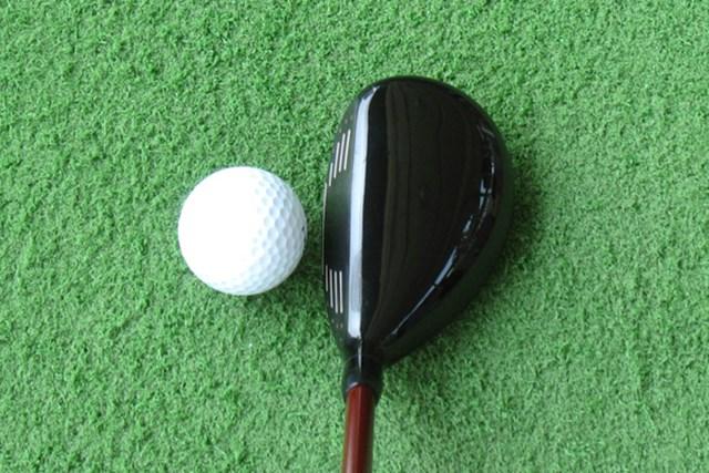 新製品レポート ブリヂストンゴルフ J15 HY ユーティリティ ボールが捕まりやすいイメージを与えてくれるヘッド形状。弾道がイメージしやすい