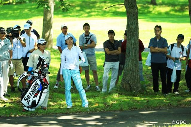 2014年 ニトリレディス 初日 森田理香子 今季ワーストの「79」を記録した森田理香子。ダブルボギーとなった15番では2打目を林に打ち込み、グリーンを見つめた。