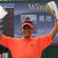 プレーオフ3ホールの激戦の末、初優勝を果たした菊池純 菊池純