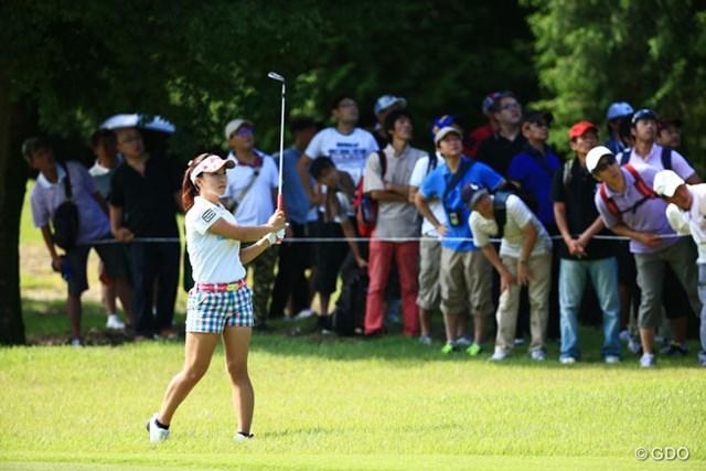 2014年 ゴルフ5レディスプロゴルフトーナメント 2日目 香妻琴乃 ボールの行方はピン一直線
