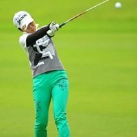 なっちゃんならではのボールとクラブポジションの写真です。 2014年 日本女子プロゴルフ選手権大会コニカミノルタ杯 初日 永井奈都