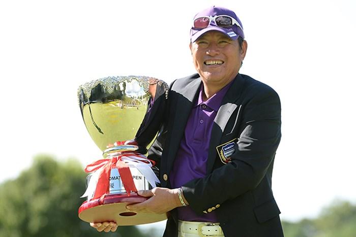 尾崎健夫は弟直道との兄弟対決を制し5季ぶりのツアー通算5勝目を挙げた(日本プロゴルフ協会提供) 2014年 コマツオープン2014 3日目 尾崎健夫