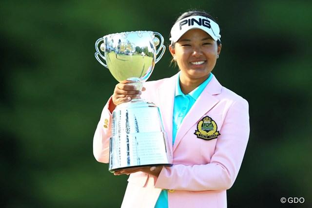2014年 日本女子プロゴルフ選手権大会コニカミノルタ杯 最終日 鈴木愛 鈴木愛が通算5アンダーで逃げ切りツアー初V、メジャー史上3番目の年少記録をマークした