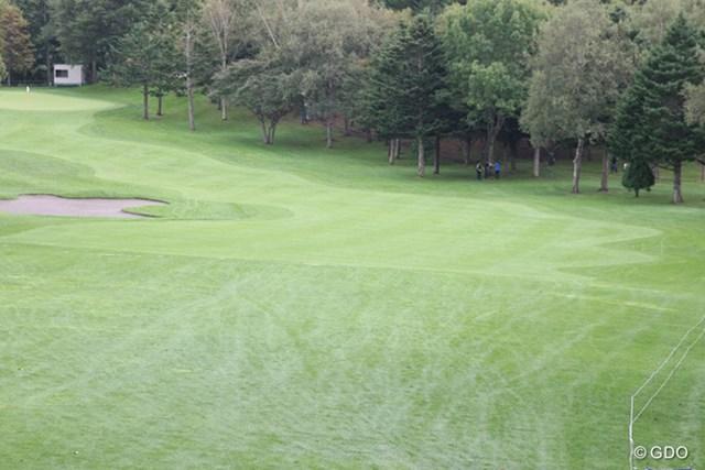 2014年 ANAオープンゴルフトーナメント 事前 1番ホール フェアウェイとラフの境界線が入り組んだ形状に改造された