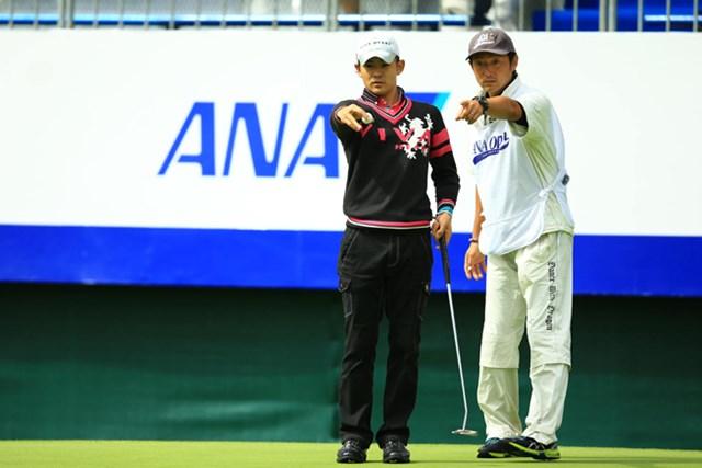 2014年 ANAオープンゴルフトーナメント 初日 塩見好輝 高校の先輩にあたる石井恵可氏がキャディで6アンダー暫定4位タイ