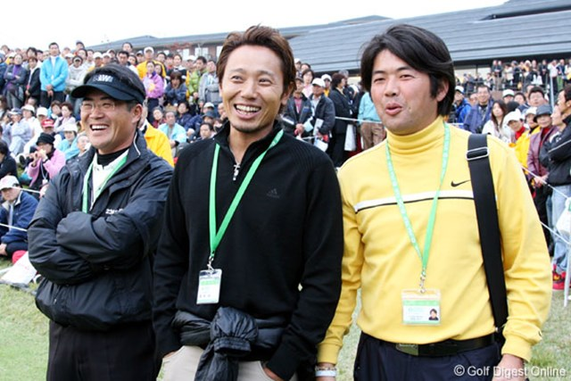 プレーオフを見守る3人のコーチ達。左からジェイ・ユーン(茂木)、谷将貴(北田)、坂詰和久(佐伯)
