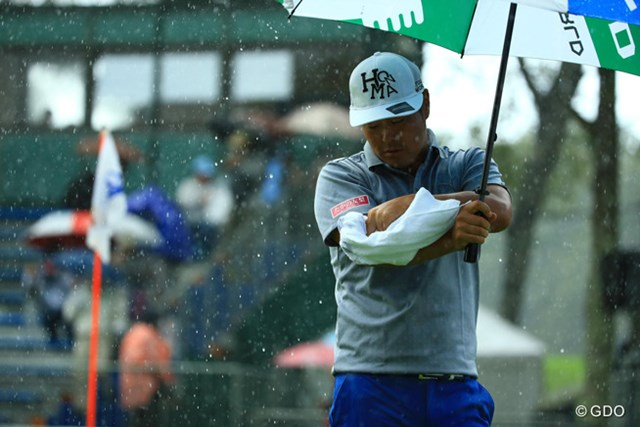 2014年 ANAオープンゴルフトーナメント 3日目 谷原秀人 晴天だったのに・・・。残り2ホールだけ土砂降りに