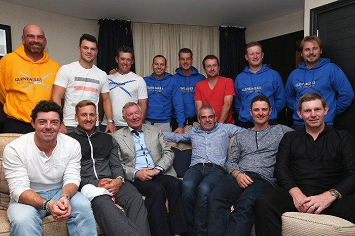 ライダーカップ欧州代表のメンバーは、ファーガソン氏(前列左から3番目)の話に魅了された(Andrew Redington/Getty Images) 2014年 ライダーカップ 事前 アレックス・ファーガソン ロリー・マキロイ セルヒオ・ガルシア スティーブン・ギャラハー