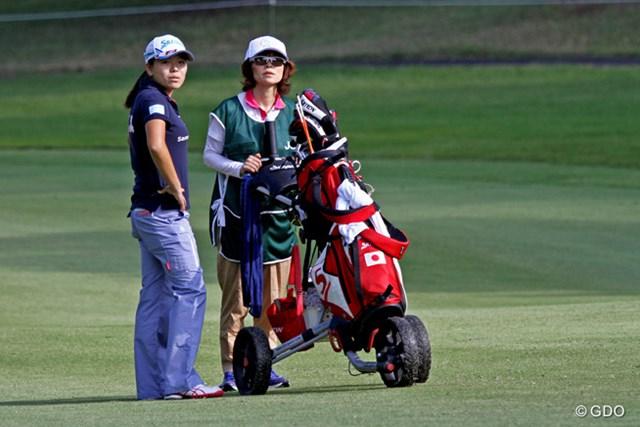 2014年 日本女子オープンゴルフ選手権競技 事前 勝みなみ&母・久美さん 初キャディを務める母・久美さん。練習ラウンドを終えて「とりあえず今日が終わって良かった」