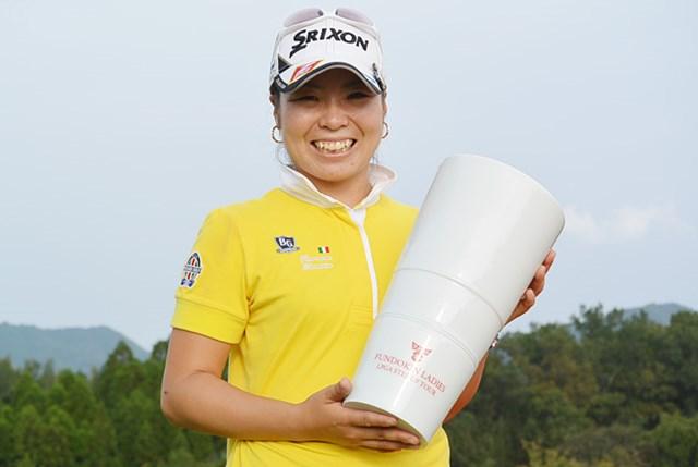 2日間ノーボギーでプロ初優勝を果たした槇谷香※日本女子プロゴルフ協会