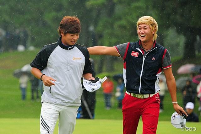 最後まで優勝を競ったホ・インヘに手荒く祝福されて照れるキム・スンヒョグ。おとなしい人ですワ。日本初Vおメットさん。
