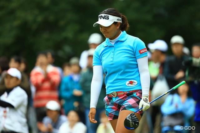 2014年 日本女子オープンゴルフ選手権競技 最終日 鈴木愛 途中からは下を向く姿も目立った鈴木愛。快挙を逃す結果に終わった