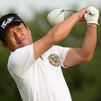 ツアーデビュー戦のメジャー大会で首位に立ち週末を迎える上出裕也(画像提供PGA) 2014年 第53回日本プロゴルフシニア選手権大会 住友商事・サミットカップ 2日目 上出裕也