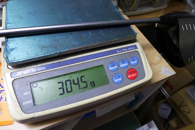 マーク試打 プロギア iDナブラRS01 ドライバー クラブ総重量は304gと、そこそこ体力がある人向けに設計されている