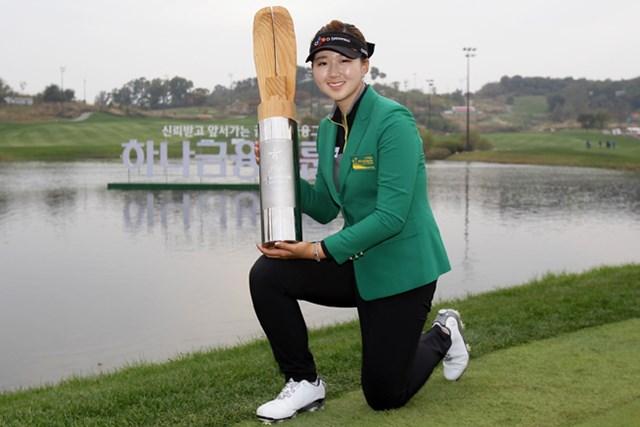 2014年 LPGA KEB・ハナバンク選手権 最終日 ペク・キュジョン 母国で米ツアー初優勝を飾ったペク・キュジョン (Chung Sung-Jun/Getty Images)