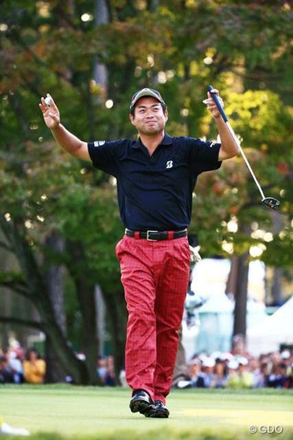 2014年 日本オープンゴルフ選手権競技 最終日 池田勇太 耐えて耐えて…2度目のメジャー制覇を達成した池田勇太。ウィニングパットを決め満面の笑みを浮かべた
