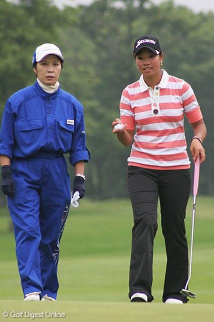 アマチュアで唯1人予選通過の森田理香子。「ショットが曲がるので、ずっと悩んでいました」とゴルフには不満な様子
