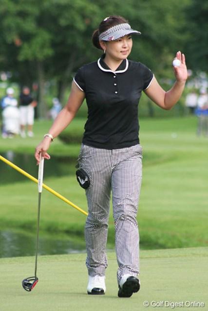 「この芝(洋芝)でゴルフを始めたので、他の選手よりは有利かもしれませんね」と言う、北海道出身の大塚有理子