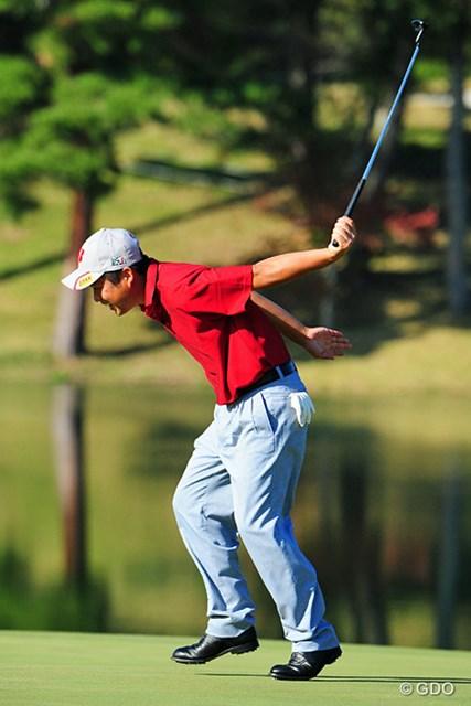 2014年 マイナビABCチャンピオンシップゴルフトーナメント 初日 池田勇太 余りにも悔しすぎたのか、勢い余ってグリーン上を5、6mもたたらを踏んでしまいました。このあとの写真はニュースの項に!