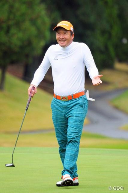 2014年 マイナビABCチャンピオンシップゴルフトーナメント 3日目 チェ・ホソン そんなウエアを着てるのはモジモジ君か、江頭2:50だけでっせ~!いわゆるアンダーウエアとちゃいます?