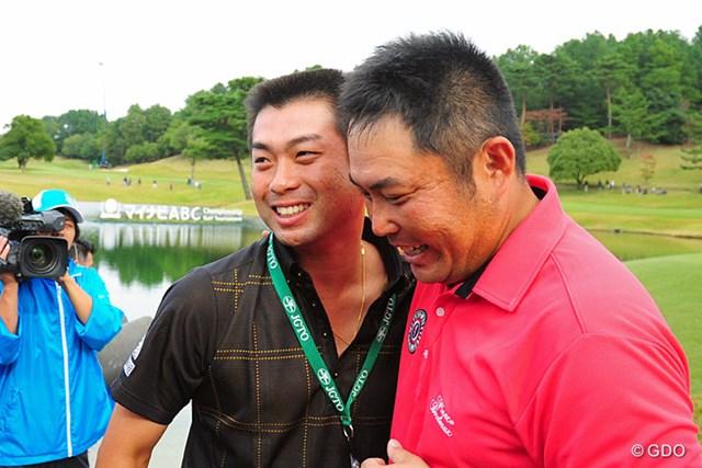 2014年 マイナビABCチャンピオンシップゴルフトーナメント 最終日 小田龍一 池田勇太 弟子・小田龍一の優勝を笑顔で待ち受けた師匠の池田勇太